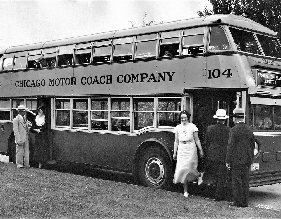 Photo Yellow Coach Model 720 double-deck bus Chicago Motor Coach Company 104 two-door front